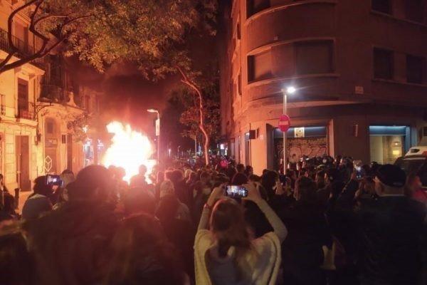 Catalogna: Solidarietà e mobilitazione del vicinato per fermare uno sfratto a Barcellona