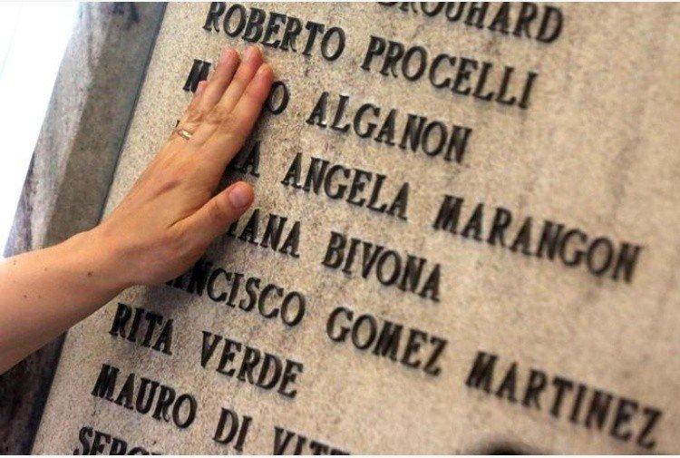 Monumento alle vittime della strage di Bologna (Ansa)