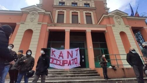 Roma: Kant occupato, la polizia spintona gli studenti e le studentesse (video)