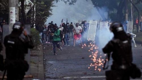 Colombia: Scenario di guerra a El Calipso, Cali