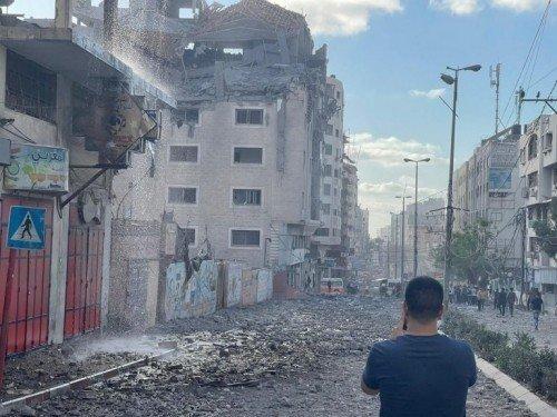 PALESTINA: MISSILI E BOMBE SU GAZA. MEDICI, GIORNALISTI E MINORI NEL MIRINO