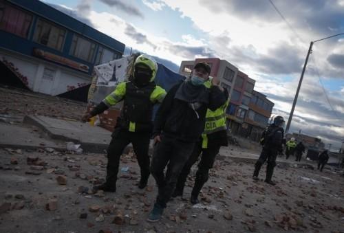 Colombia: Proteste a Usme, Bogotá, decine di feriti in dodici ore di repressione