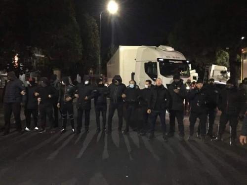Mazzieri FedEx liberi di manganellare gli operai a San Giuliano Milanese… E tutto tace! Sulla Skp, nuova Pinkerton