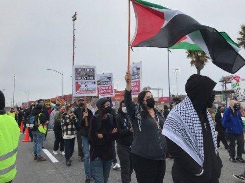 Oakland (California): i portuali bloccano una nave israeliana in solidarietà con la lotta dei palestinesi