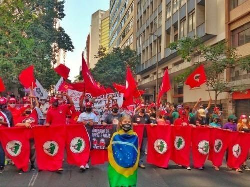 BRASILE: MIGLIAIA IN PIAZZA CON L'ULTRADESTRA DI BOLSONARO, MA L'AUTO-GOLPE (PER ORA) NON C'E'
