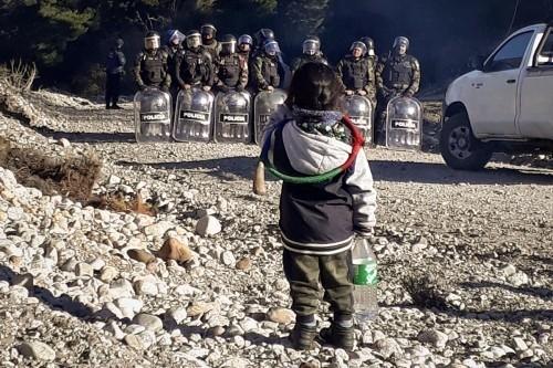 Il Popolo Mapuche resiste all'avanzata di giudici, procuratori e impresari