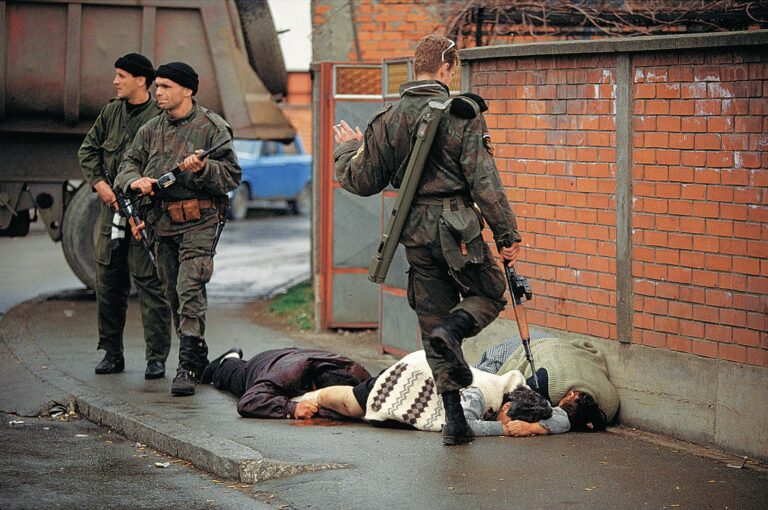 Ron Haviv Massacre in Bijeljina 002 768x510